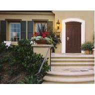 Входные двери в дом (на улицу)